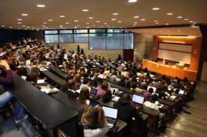 Cours de droit en amphi @ Bernard Monasterolo