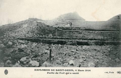 Le fort de la Double-Couronne à Saint-Denis est complètement détruit suite à l'explosion.