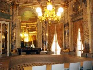 La salle du Tribunal des conflits, au Palais Royal.